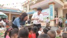 Báo Phú Thọ trao tặng quà tại xã Kim Thượng
