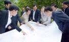 Đồng chí Hoàng Dân Mạc - Bí thư Tỉnh ủy, Chủ tịch HĐND tỉnh kiểm tra thực địa tại Công ty lâm nghiệp Tam Thắng.