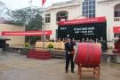 Chủ tịch UBND huyện Tân Sơn đánh trống phát lệnh giao quân đợt 1 năm 2015