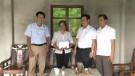 Trao tiền hỗ trợ xây nhà Đại đoàn kết cho hộ nghèo  trên địa bàn huyện Tân Sơn