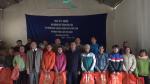 Lãnh đạo huyện Tân Sơn tặng quà tết cho các hộ nghèo tại xã Thu Ngạc
