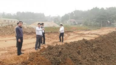 Đoàn công tác huyện Tân Sơn kiểm tra một số công trình, dự án trên địa bàn