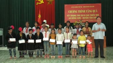 Sở Tài Chính tặng quà Tết Trung thu tại xã Đồng Sơn