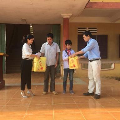 Cô giáo với tấm lòng thiện nguyện