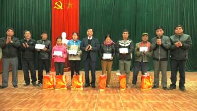 Tân Sơn: Tiếp nhận và trao 50 xuất quà tết của Chủ tịch UB MTTQ VN tặng