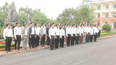 Tân Sơn: Duy trì hoạt động chào cờ sáng thứ 2 tuần đầu tháng