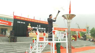 Tưng bừng ngày hội giao quân ở Tân Sơn