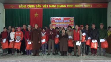 Trao tặng 200 xuất quà Tết cho hộ nghèo tại huyện Tân Sơn