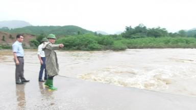 Kiểm tra, chỉ đạo tình hình mưa lũ trên địa bàn huyện