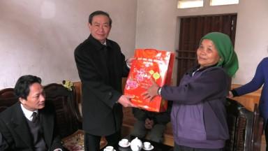 Tân Sơn thăm và tặng quà các gia đình chính sách nhân dịp Tết nguyên đán Mậu Tuất 2018