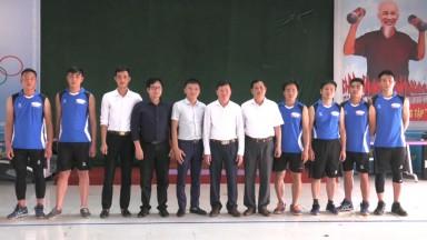 Tân Sơn: Tiếp nhận 20 bộ quần áo thi đấu thể thao