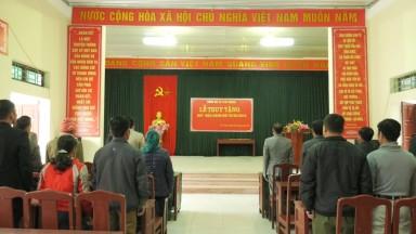 Tân Sơn: 49 đảng viên trao tặng, truy tặng huy hiệu Đảng dịp 3/2