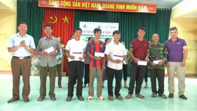Hỗ trợ 100 triệu đồng cho đồng bào bị thiên tai huyện Tân Sơn